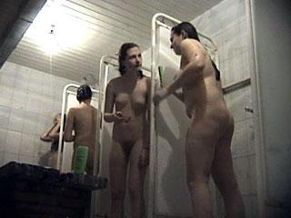 dush-v-zhenskoy-obshage-erotika
